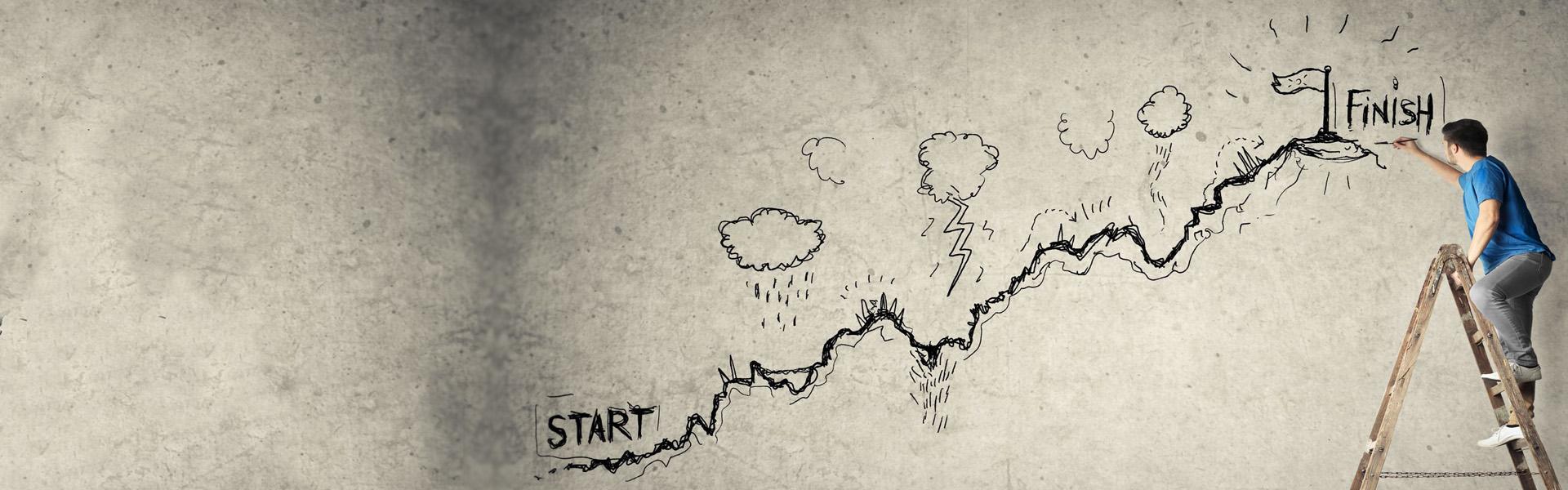 Grafika przedstawiająca mężczyznę stojącego na drabinie, rysującego na szarej ścianie zarys góry. Na dole góry znajduje się napis Start a na górze napis Finish