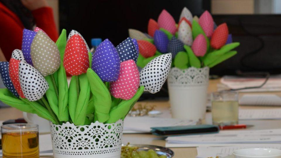 Zdjęcie bukietów z pluszowymi kwiatami - zdjęcie numer 2