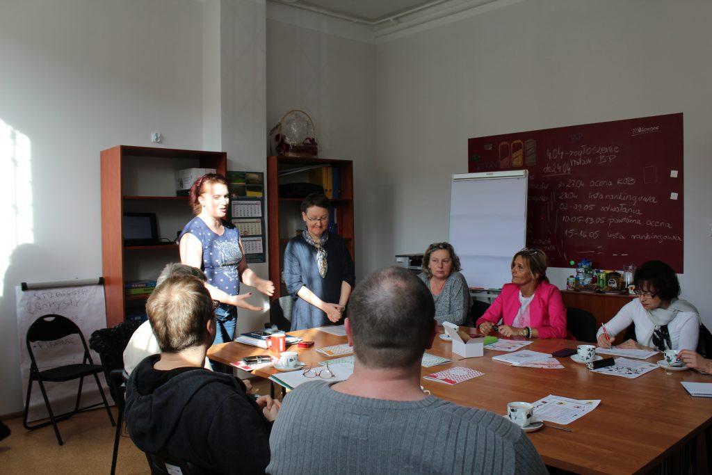"""Zdjęcie uczestników pierwszego spotkania z cyklu """"Spotkajmy się i odwiedzajmy!"""" - zdjęcie numer 1"""