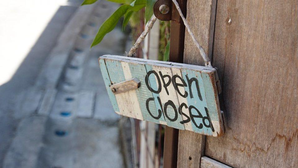 door-sign-1607503_640