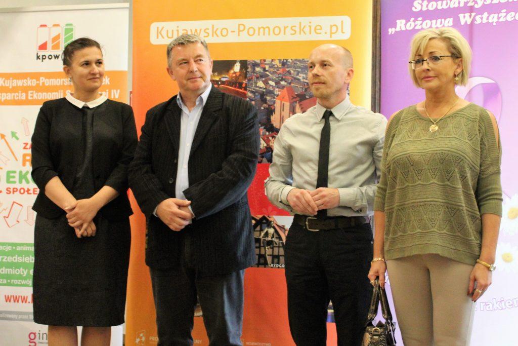 Zdjęcie uczestników osiemnastego Forum Organizacji Pozarządowych Województwa Kujawsko-Pomorskiego - zdjęcie numer 7
