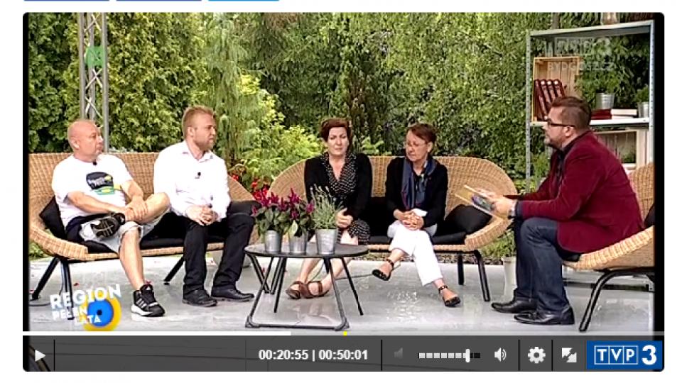 Zdjęcie ludzi udzielającego wywiadu w programie TVP 3 region pełen lata