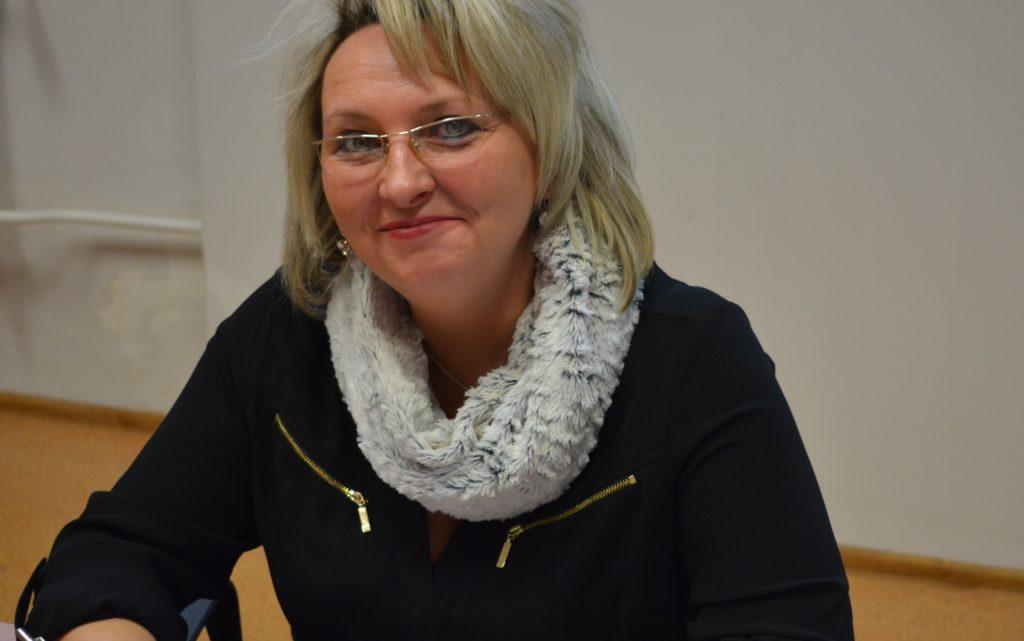 """Przedstawicielka spółdzielni """"Korowianka"""" podpisuje umowę na dotacje - zdjęcie numer 3"""