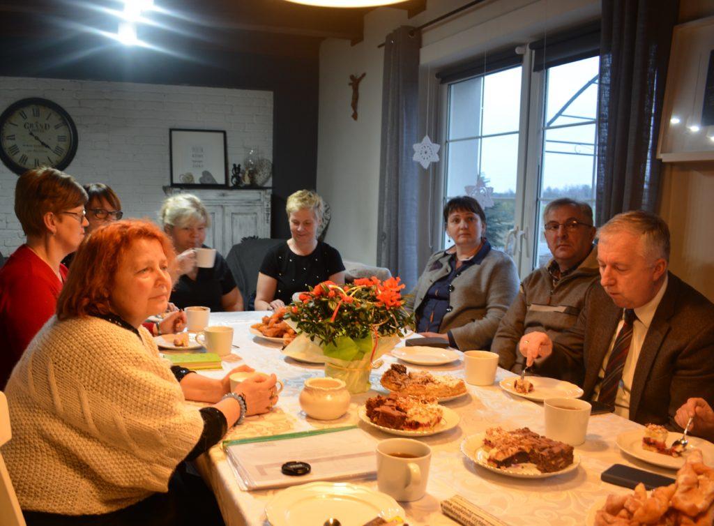 Zdjęcie uczestników spotkania w gospodarstwach opiekuńczych - zdjęcie numer 6