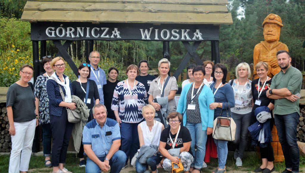 Zdjęcie uczestników wizyty studyjnej w górniczej wiosce