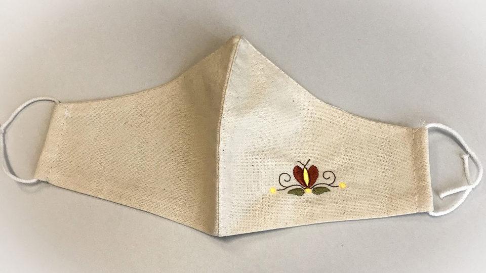 Maseczka z małym wzorem motyla i dwóch liści
