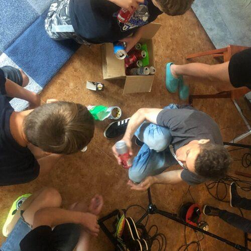 Warsztaty muzyczne - dzieci uczą się grać na instrumentach